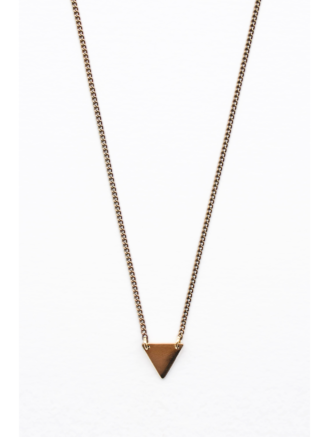 Three-angle-necklace-close